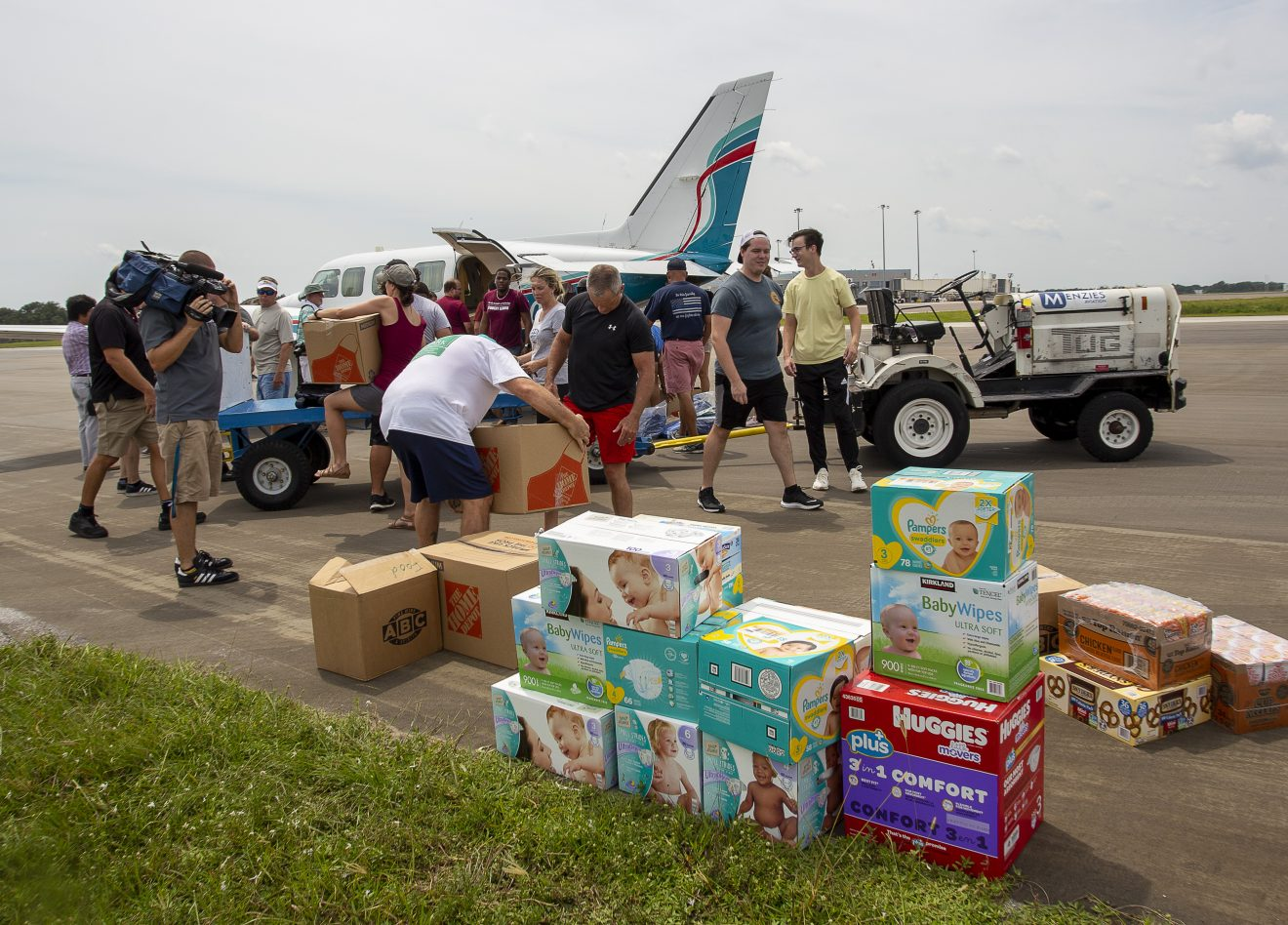 Photo of Florida Tech, Alumni Help Get Supplies to the Bahamas